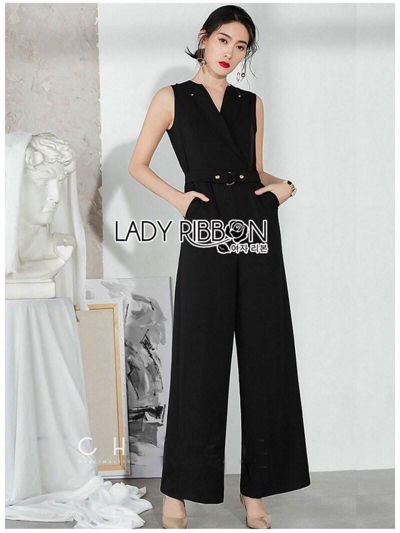 จัมป์สูทผ้าเครปตกแต่งเข็มขักสไตล์มินิมัลชิค สี ดำ ลุคนี้เหมาะกับใส่ไปทำงาน ทรงเป็นเหมือนเชิ้ตมีปก ป้าย Lady Ribbon
