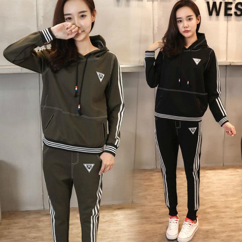 ชุดวอร์มกีฬาเกาหลี เซ็ตเสื้อ 2 ชิ้น เสื้อแขนยาวมีฮู้ดมีกระเป๋า+กางเกงขายาวแต่งแถบด้านข้าง
