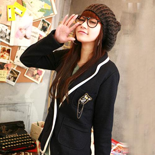 ++สินค้าพร้อมส่งค่ะ++ เสื้อสูท สไตล์เกาหลี เนื้อดี ดีไซด์กลาสี ปักที่กระเป๋าบนอก และมีกระเป๋าคู่ล่าง ขลิบขอบรอบตัวเสื้อ - สีดำ