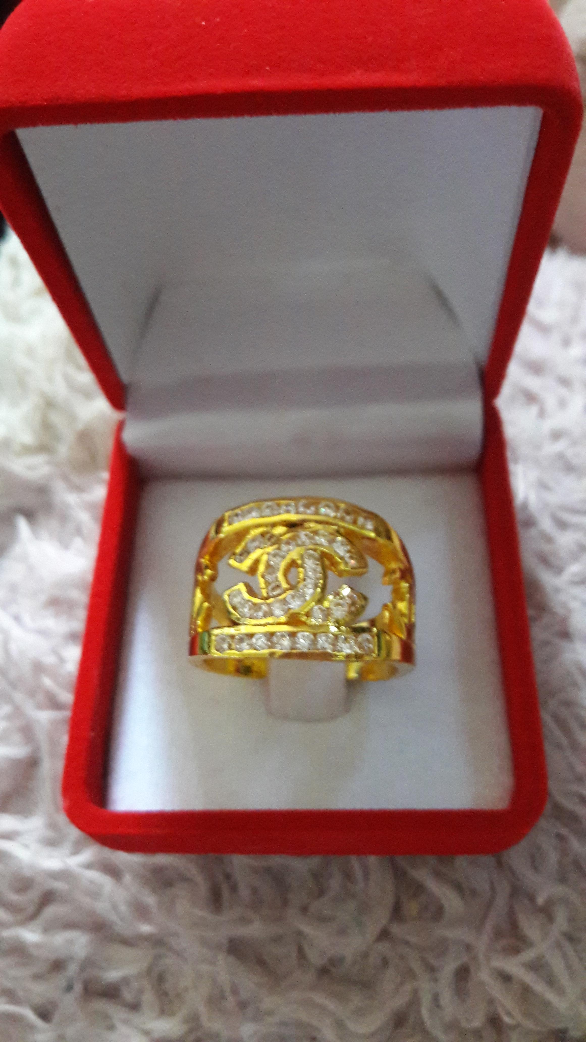 แหวนชาแนลประดับเพชร 1 บาท