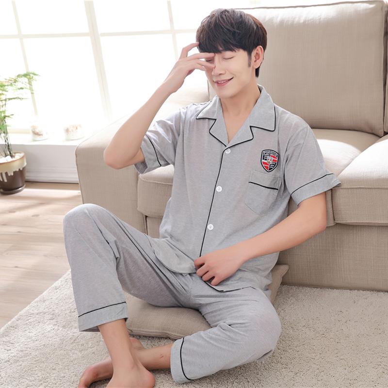 Pre Order ชุดนอนผู้ชายแฟชั่น เสื้อคอปกแขนสั้นแต่งลายหน้าอก+กางเกงขายาว สีตามรูป