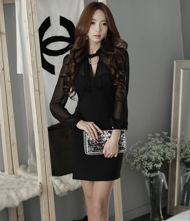 Pre Order ชุดเดรสเซ็กซี่เทรนด์เกาหลี ดีไซน์คอวีแขนยาวผ้าตาข่ายบางๆโชว์ช่วงแขน สีดำ
