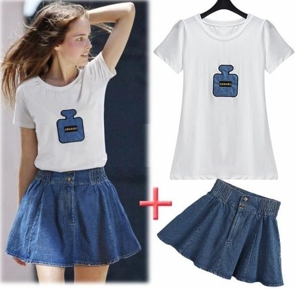 Pre Order ไซส์ใหญ่ - เซตคู่เสื้อยืด+กระโปรงแฟชั่นคนอ้วน เสื้อยืดสีขาวพิมพ์ลายขวดน้ำหอม กระโปรงยีนส์สียีนส์เข้ม