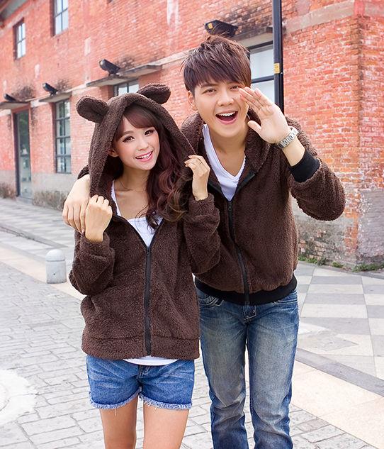 Pre Order ชุดคู่รักเป็นเสื้อแจ็กเก็ตแขนยาว มีฮู้ด เป็นซิบ หญิงแต่งหูหมี+หาง <มี2สี>