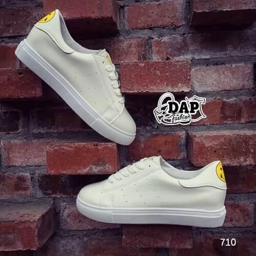 รองเท้าผ้าใบ Fashion แต่งรูปยิ้มตรงลิ้นรองเท้าและด้านหลัง เก๋ๆ