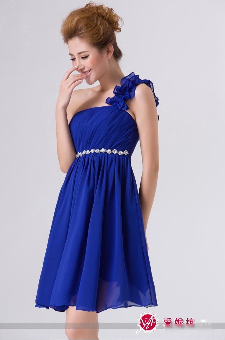 ชุดเดรสออกงาน ไหล่เฉียง สีน้ำเงิน ผ้าชีฟอง ช่วงอกด้านหน้า อัดพลีตเล็กๆ สวยมากๆ
