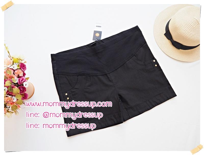 กางเกงขาสั้นสีดำ มีกระดุมทอง 2 เม็ดตรงกระเป่า ผ้านิ่มใส่สบายค่ะ เอวปรับระดับได้ตามอายุครรภ์