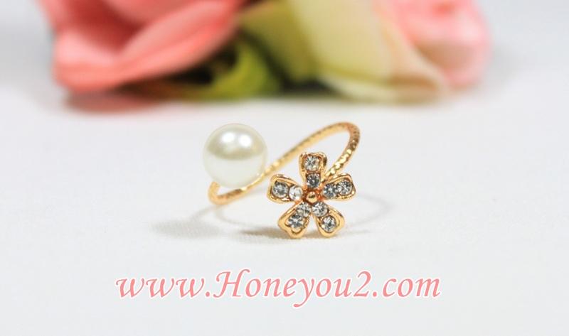 แหวน ดอกไม้เพชร คู่เม็ดมุก