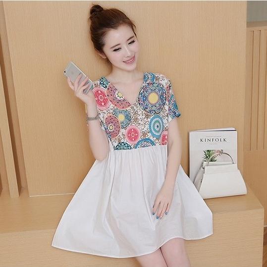 เสื้อคลุมท้อง คอวี ท่อนบนลายไทย ต่อด้วยกระโปรงขาว น่ารักมากๆค่ะ