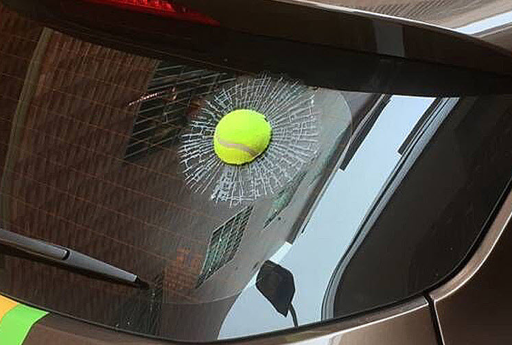 สติ๊กเกอร์ 3D ลูกเทนนิสเขียวปากระจกแตก
