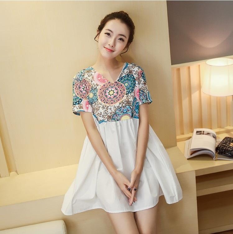 เสื้อคลุมท้อง คอวี ท่อนบนลายไทย มีซิปเปิดให้นมได้ ต่อด้วยกระโปรงขาว น่ารักมากๆค่ะ
