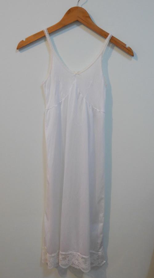 jp3791 ชุดนอน/ชุดซับในเด็ก สีขาวช่วงตัวผ้ายืด ต่อใต้อกผ้าไนลอน แต่งผ้าลูกไม้ รอบอก 28-30 นิ้ว