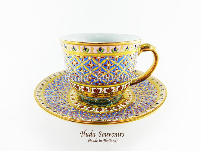 ของที่ระลึก แก้วกาแฟเบญจรงค์ ทรงกลม ลวดลายดอกพิกุล โทนสีฟ้า ลายเนื้อนูนเคลือบผิวเงา สินค้าพร้อมส่ง (ราคาไม่รวมกล่อง)