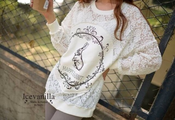 Icevanilla เสื้อลูกไม้ซีทรูแขนยาว แต่งรูปกระต่าย